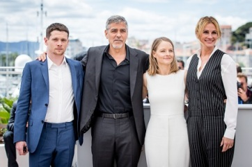 "Jack O'Connell, George Clooney, Jodie Foster et Julia Roberts au photocall de ""Money Monster"" au 69ème Festival international du film de Cannes le 12 mai 2016. © Cyril Moreau / Olivier Borde / Bestimage"