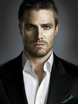stephen-amell-alias-oliver-queen-dans-arrow